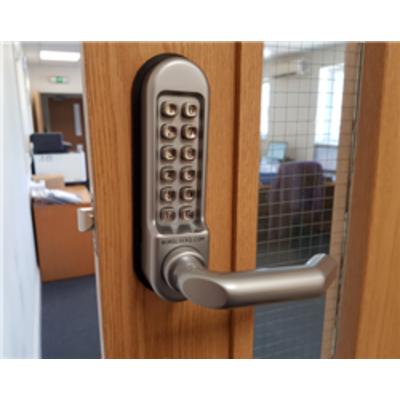 BL5009 Medium-Heavy duty, round bar handle keypad, Round bar inside handle & free passage mode - Satin Chrome